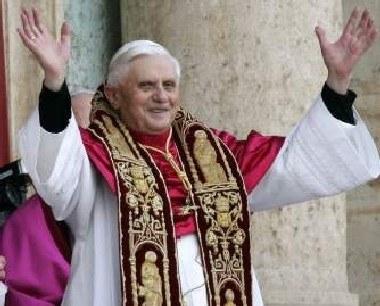 Miesiąc temu kardynał Ratzinger przyjął imię Benedykta XVI /AFP