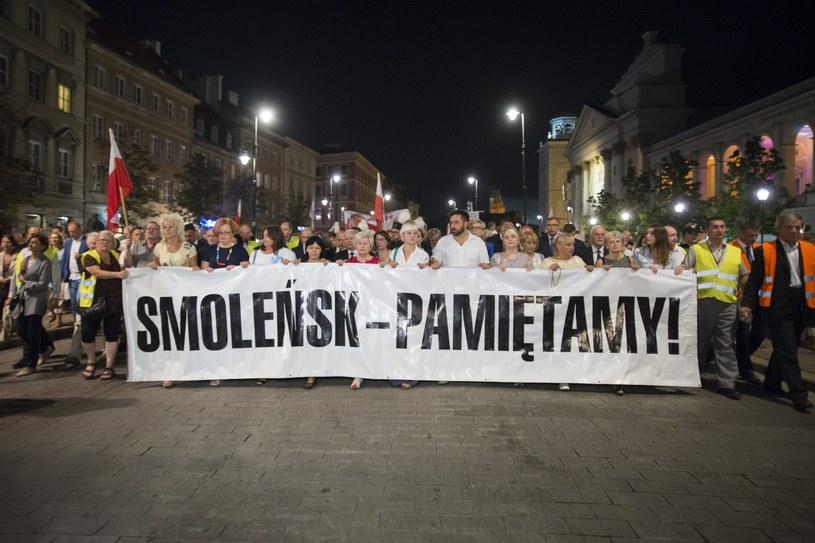Miesięcznica smoleńska, zdjęcie ilustracyjne /Jakub Wosik  /Reporter