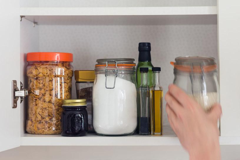 Miesięcznie zjadamy aż 3,5 kg cukru! /123RF/PICSEL
