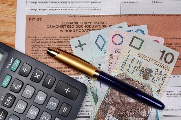 Miesięczny bilet kolejowy może obniżyć roczny podatek /©123RF/PICSEL