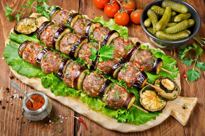 Mięsne kuleczki z bakłażanem /123RF/PICSEL