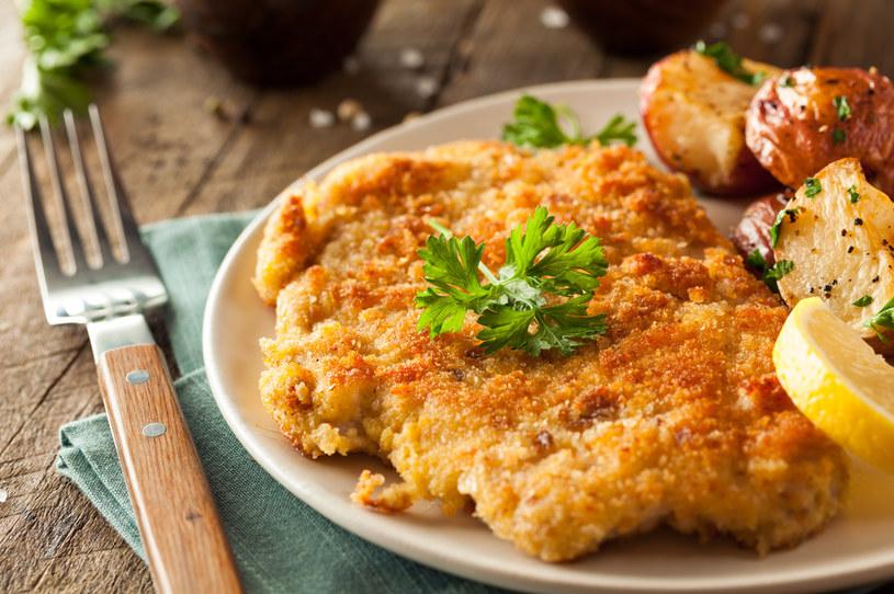 Mięsny obiad? Warto dodać sałatkę z białej rzodkwi /123RF/PICSEL