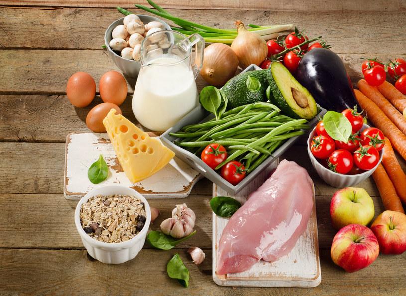 Mięso i produkty mleczne można zastąpić odpowiednimi warzywami /123RF/PICSEL