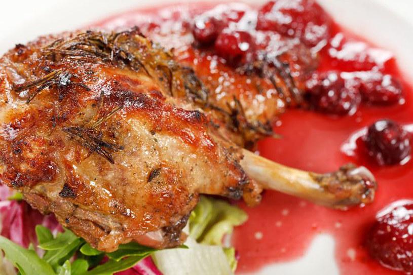 Mięso kaczki doskonale komponuje się z kwaśnym smakiem wiśni /123RF/PICSEL