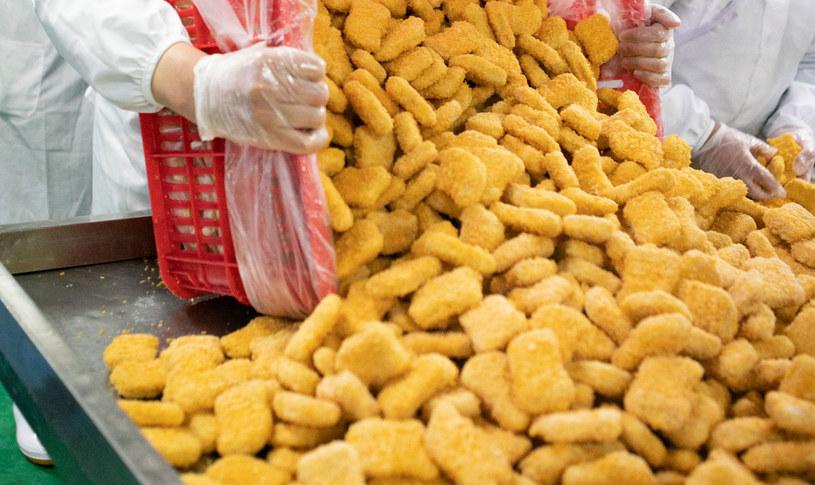 Mięso kurczaka z salmonellą przetworzono na kotlety w panierce, zdj. ilustracyjne /Gabriel Gauffre /AFP