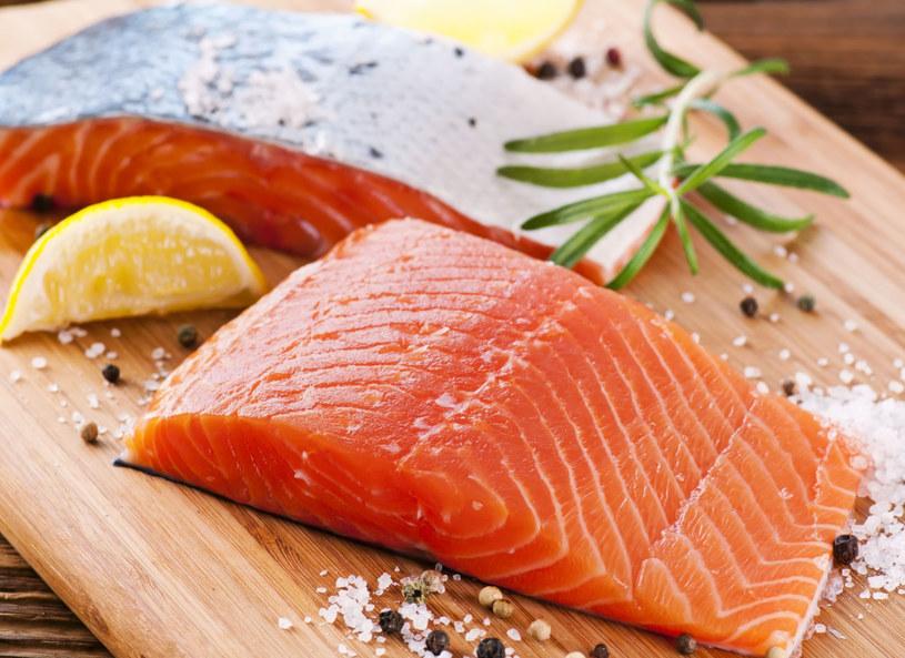 Mięso łososia to doskonałe źródło selenu /123RF/PICSEL