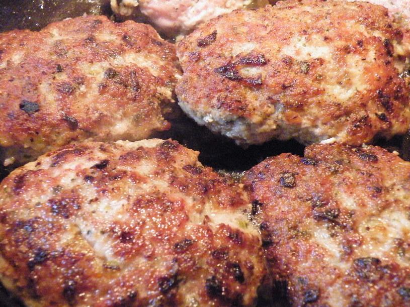 Mięso mielone może być podstawą wielu potraw /123RF/PICSEL