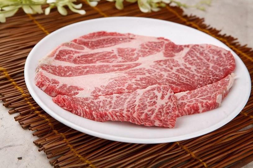 Mięso na talerzu /©123RF/PICSEL