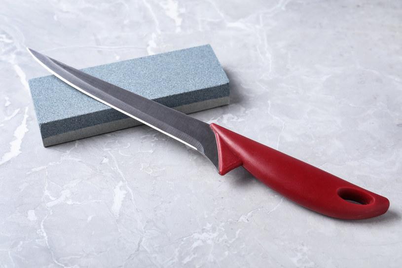 Mięso najlepiej oczyścić nożem do trybowania /123RF/PICSEL