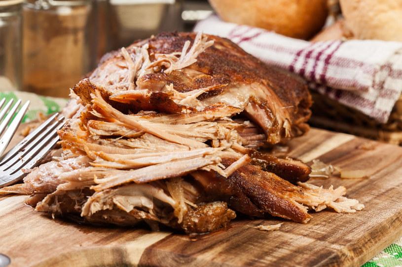 Mięso rozpływa się w ustach! Pasuje do ziemniaków i surówek, a nawet do burgerów /123RF/PICSEL