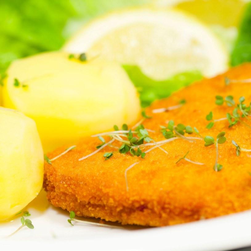 Mięso w panierce będzie zdecydowanie dłużej trawione /123RF/PICSEL