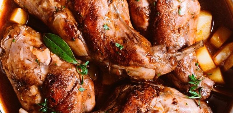 Mięso z królika ma niezwykły smak /©123RF/PICSEL
