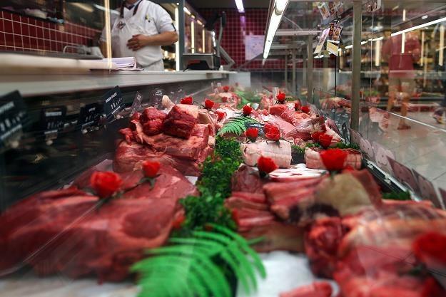 Mięso z nielegalnego uboju krów w Polsce trafiło do 14 krajów /AFP