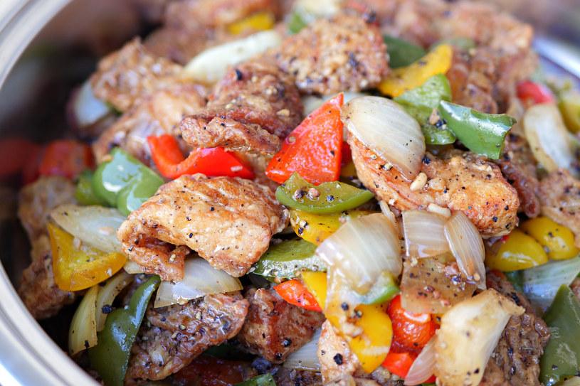 Mięso z warzywami /123RF/PICSEL