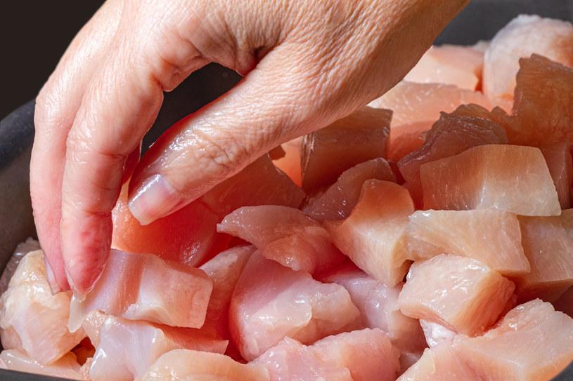 Mięso, zwłaszcza smażone, to jeden z produktów, które najbardziej obciążają żołądek /123RF/PICSEL