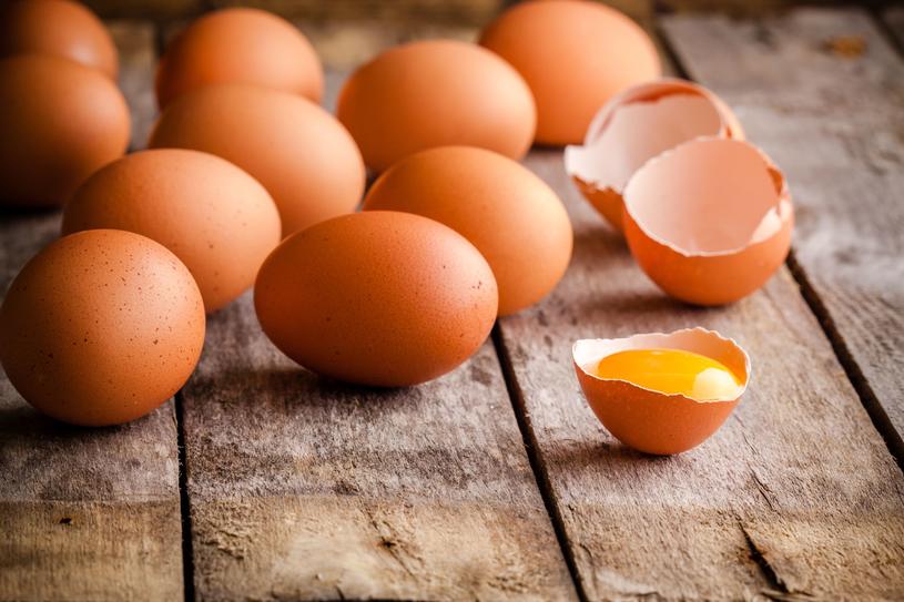 Mieszanka z jajek uzupełni niedobory wapnia w organizmie /123RF/PICSEL
