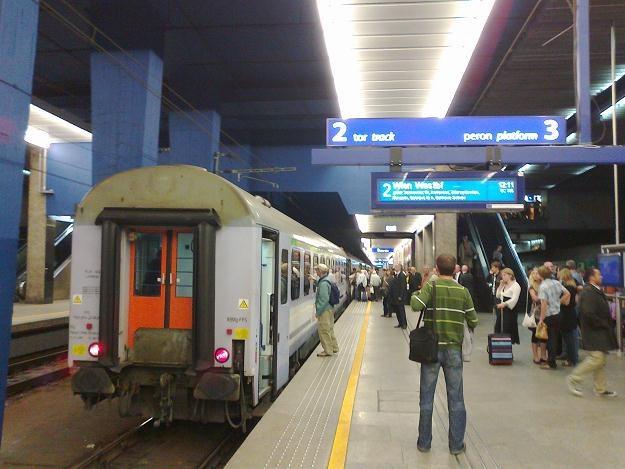 Mieszkający w pobliżu stacji kolejowej mają alternatywę w zakresie wyboru sposobu dojazdu do pracy /INTERIA.PL
