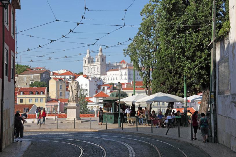 Mieszkańcy Alfamy twierdzą, że cudowne ocalenie zawdzięcza ona świętemu Antoniemu, który tu właśnie się urodził i dziś uchodzi za nieformalnego patrona Lizbony /123RF/PICSEL