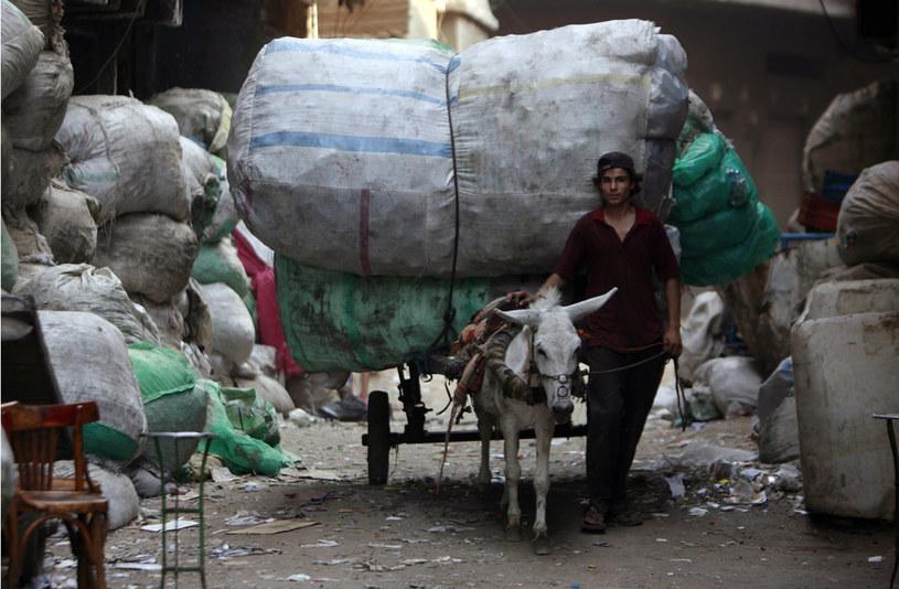 Mieszkańcy dzielnicy przetwarzają tony odpadów /AFP