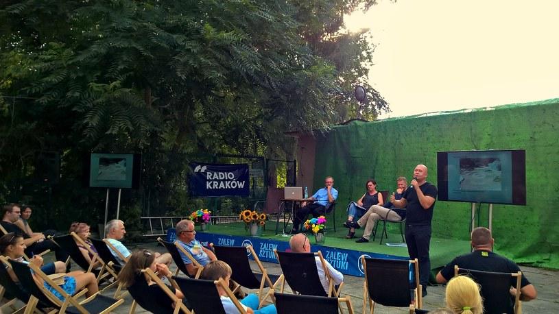 Mieszkańcy i lokalni aktywiści dyskutują o przyszłości Zalewu Nowohuckiego /Michał Ostasz /INTERIA.PL