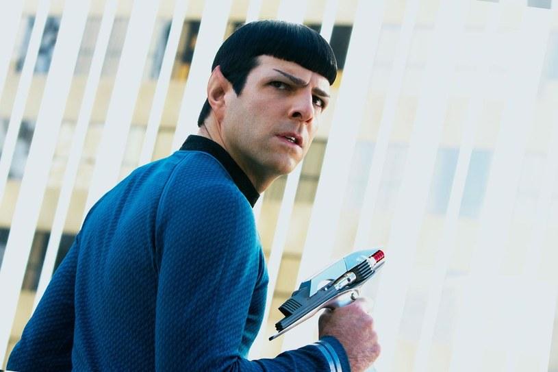 """Mieszkańcy innych planet przypominają ludzi - jak chociażby Spock z serii """"Star Trek"""" . Fot. Kadr z filmu """"W ciemność: Star Trek:"""" /materiały prasowe"""