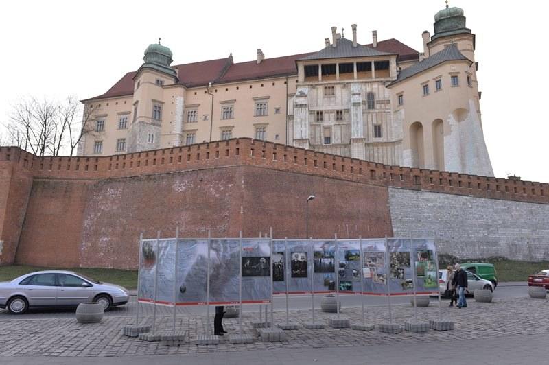 Mieszkańcy Krakowa głosują w referendum w sprawie igrzysk /Jacek Bednarczyk /PAP
