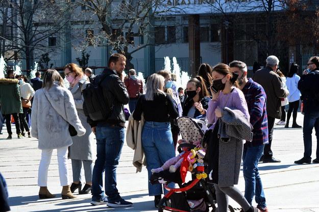 Mieszkańcy Larisy wylegli na ulice /EPA/APOSTOLIS DOMALIS /PAP/EPA