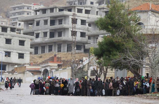 Mieszkańcy Madai w oczekiwaniu na transport żywności /AFP