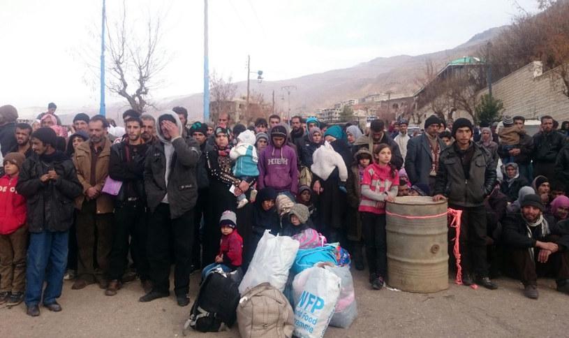 Mieszkańcy miasta z obawą czekają na zimę /AFP