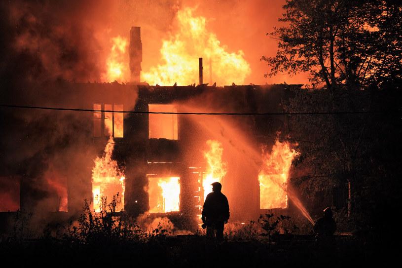 Mieszkańcy Oświęcimia podpalili domy romskich sąsiadów /123RF/PICSEL