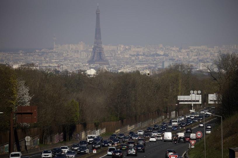 Mieszkańcy Paryża stali w olbrzymich korkach /YOAN VALAT  /PAP/EPA
