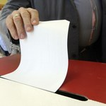 Mieszkańcy Porębie głosują ws. odwołania burmistrza i rady miejskiej
