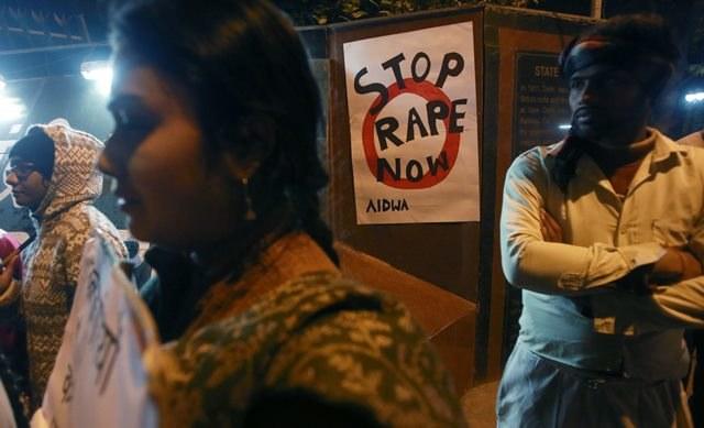 Mieszkańcy protestują przeciwko gwałtom i przemocy wobec kobiet /PAP/EPA/MONEY SHARMA /PAP/EPA