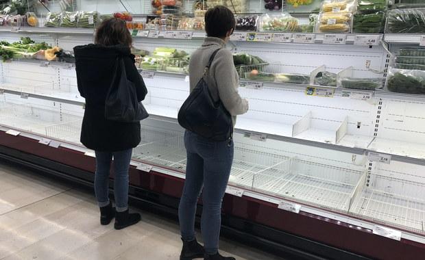 """Mieszkańcy spustoszyli sklepy na północy Włoch. """"Szaleństwo. Ludzie robią zakupy, jakbyśmy byli w stanie wojny"""""""