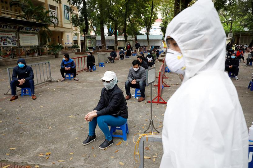 Mieszkańcy stolicy Wietnamu w oczekiwaniu na testy na obecność koronawirusa /KHAM/Reuters /Agencja FORUM