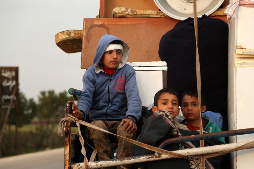 Mieszkańcy syryjskiego regionu Idlib uciekają przed nalotami /YAHYA NEMAH /PAP/EPA