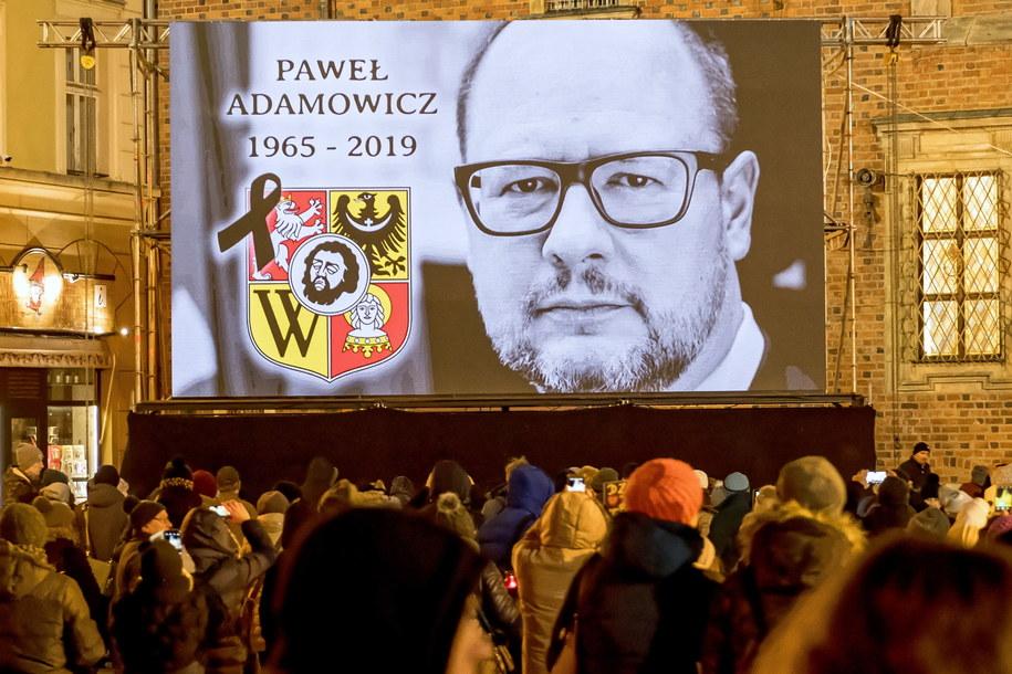 Mieszkańcy Wrocławia oddali hołd zamordowanemu Pawłowi Adamowiczowi /Maciej Kulczyński /PAP