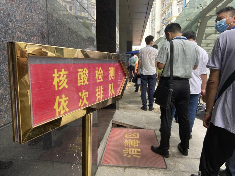 Mieszkańcy Wuhanu w kolejce na test /ICHPL Imaginechina/Associated Press/East News /East News