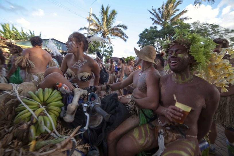 Mieszkańcy Wyspy Wielkanocnej /AFP
