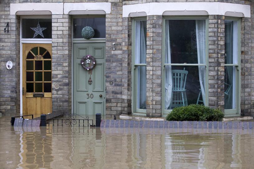 Mieszkańcy znowu zmagają się z powodzią /AFP