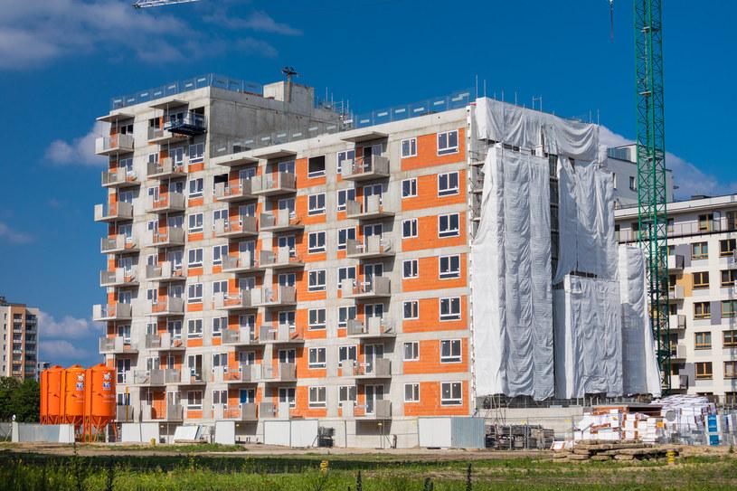 Mieszkania plus powstają w miejscach z dogodnym dostępem do komunikacji zbiorowej /Arkadiusz Ziółek /Agencja SE/East News