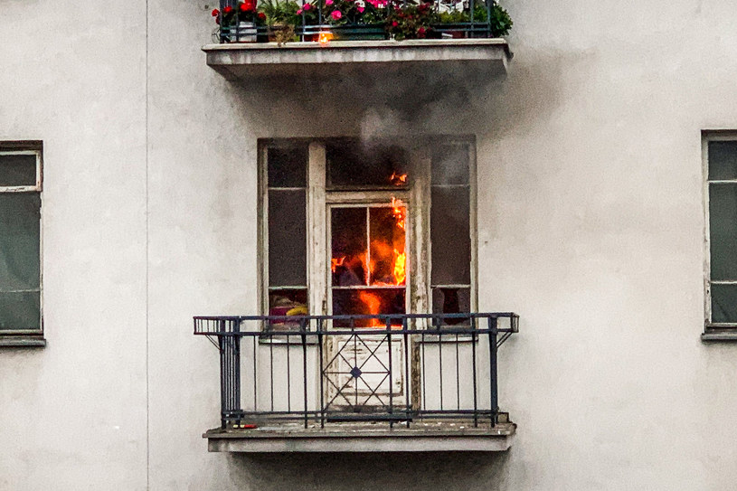 Mieszkanie przy al. 3 Maja w Warszawie, które zostało podpalone /Karol Makurat /Reporter