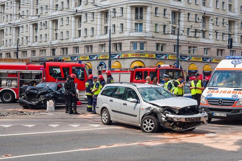 Mieszkanie w dużym mieście znacząco podnosi ryzyko kolizji /Piotr Grzybowski /East News