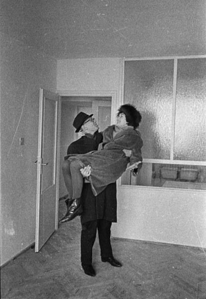 Warszawa, 1962, pierwsze wejście do nowego mieszkania w nowym bloku