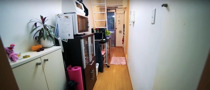 Mieszkanie wygląda jak korytarz /Living Big In A Tiny House /YouTube