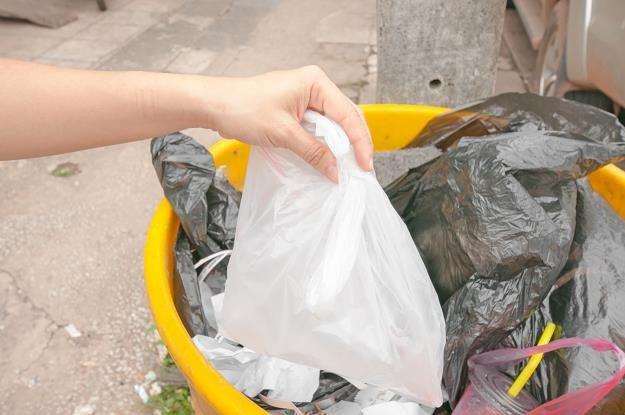 Mieszkaniec przyłapany na unikaniu segregacji śmieci nie zapłaci grzywny /©123RF/PICSEL
