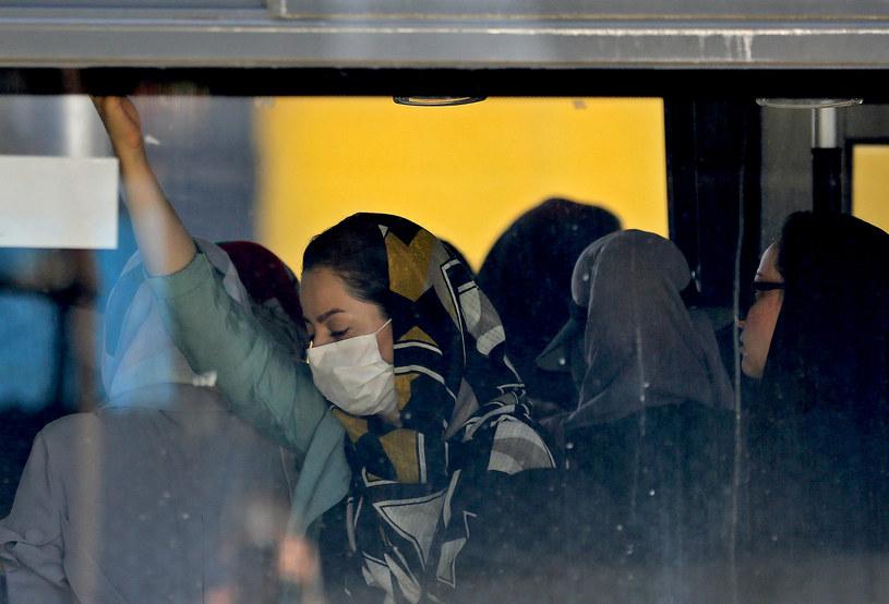 Mieszkanka Teheranu (Iran) w autousie /AFP