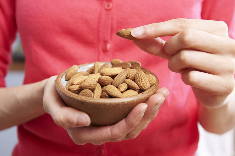 Migdały zawierają chrom, który eliminuje łaknienie słodyczy /123RF/PICSEL