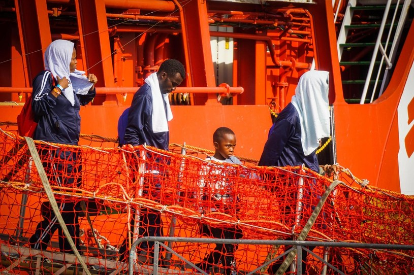Migranci docierający do Włoch /CESARE ABBATE /PAP/EPA