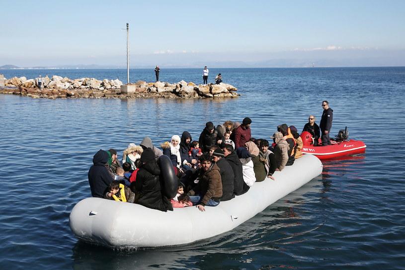 Migranci dopływający do Lesbos /PAP/EPA
